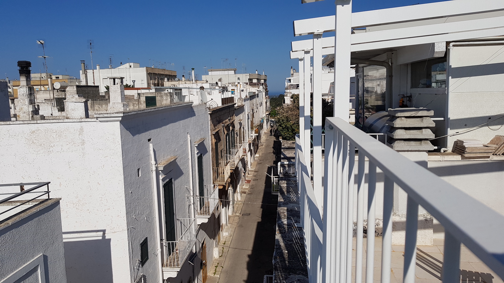 Typical street of Ostuni Puglia where Casa Emma holiday rental home is situated