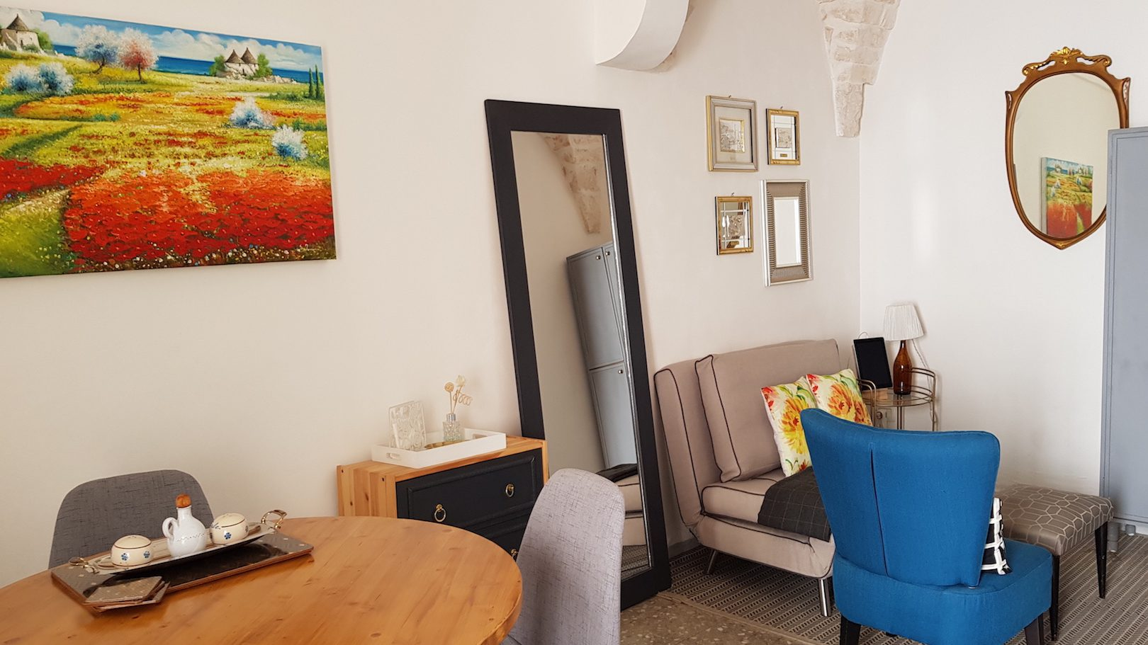 Living and dining area at Casa dei Fiori holiday vacation rental home in Ostuni puglia